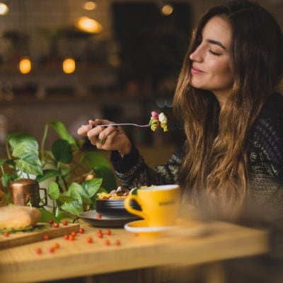 How to lose weight while eating out